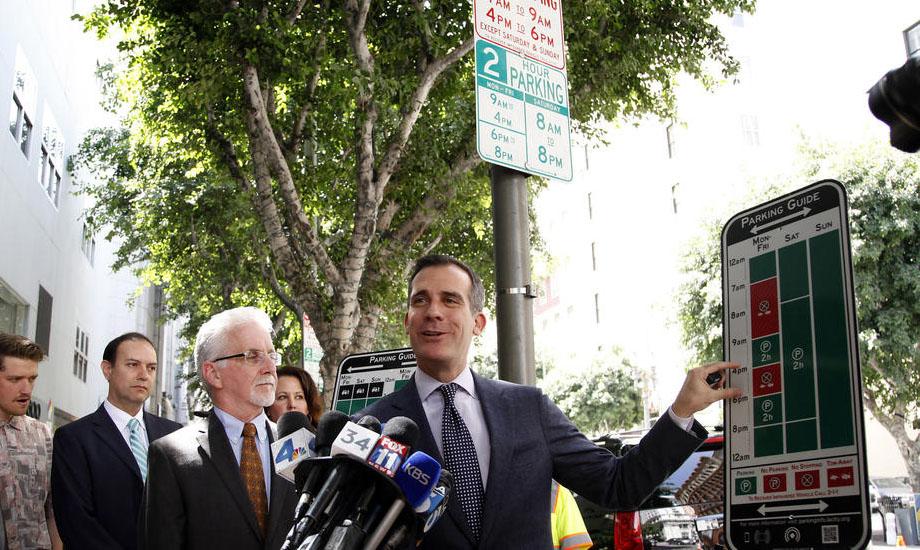 ראש עיריית לוס אנג׳לס חושף פיילוט חדש בעירו (Katie Falkenberg / Los Angeles Times)
